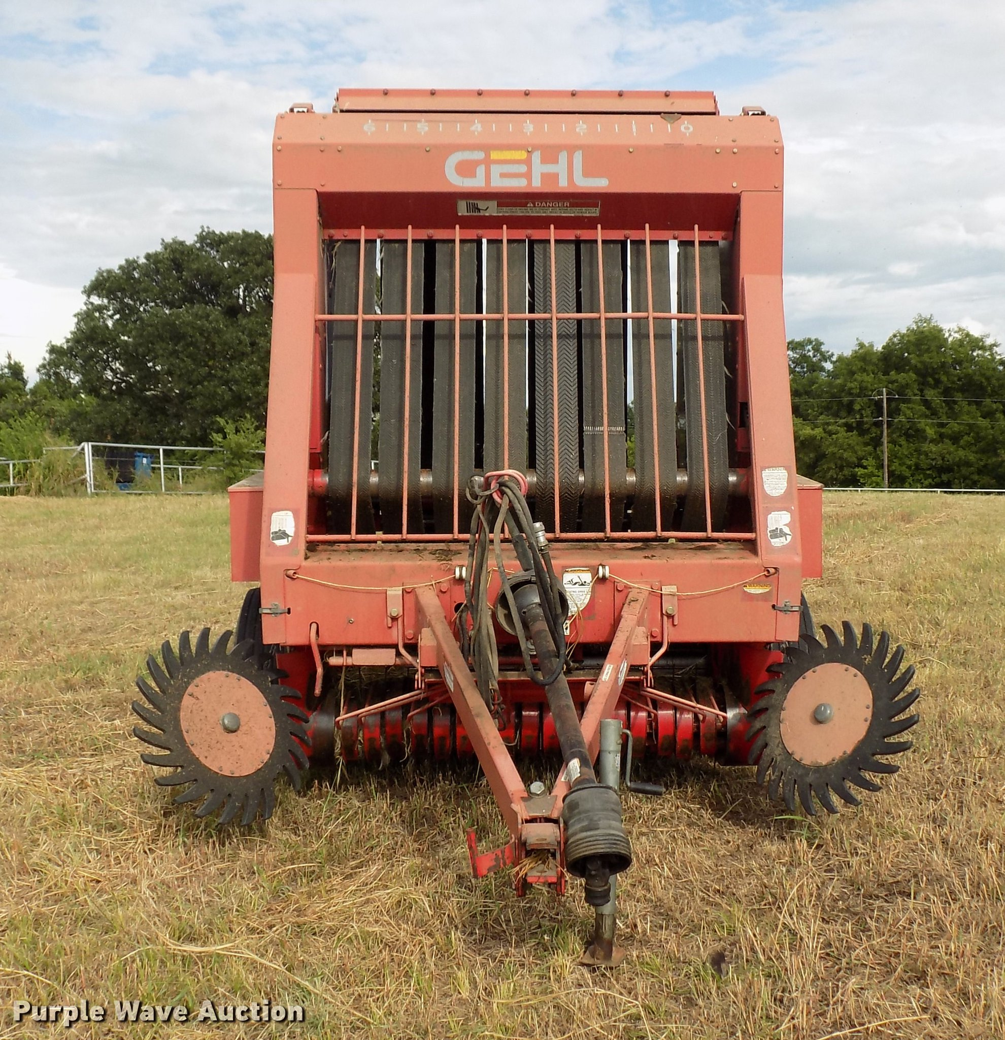 ... Gehl 1875 round baler Full size in new window ...