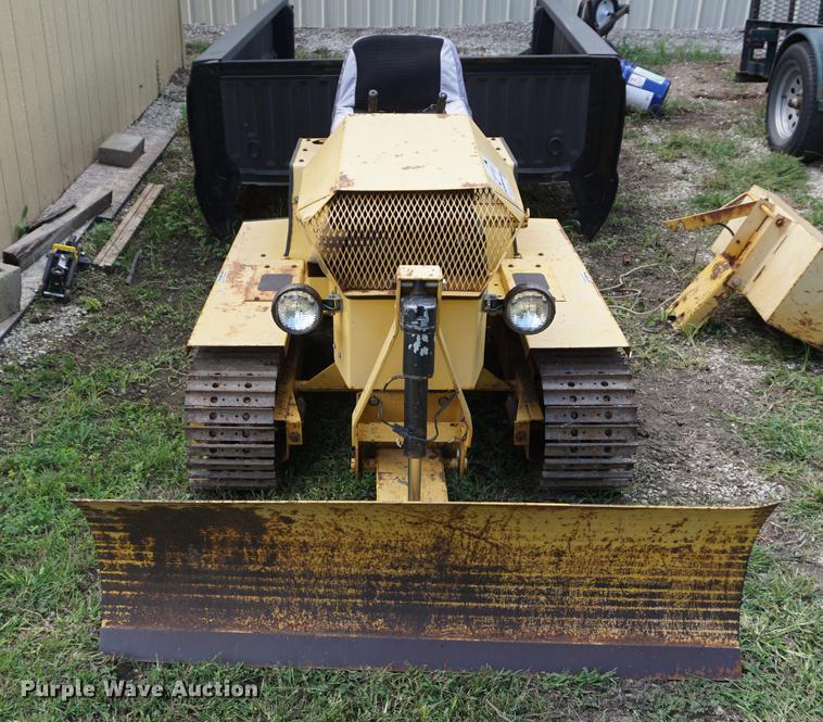 Magnatrac mini dozer | Item DD6459 | SOLD! October 10 Vehicl