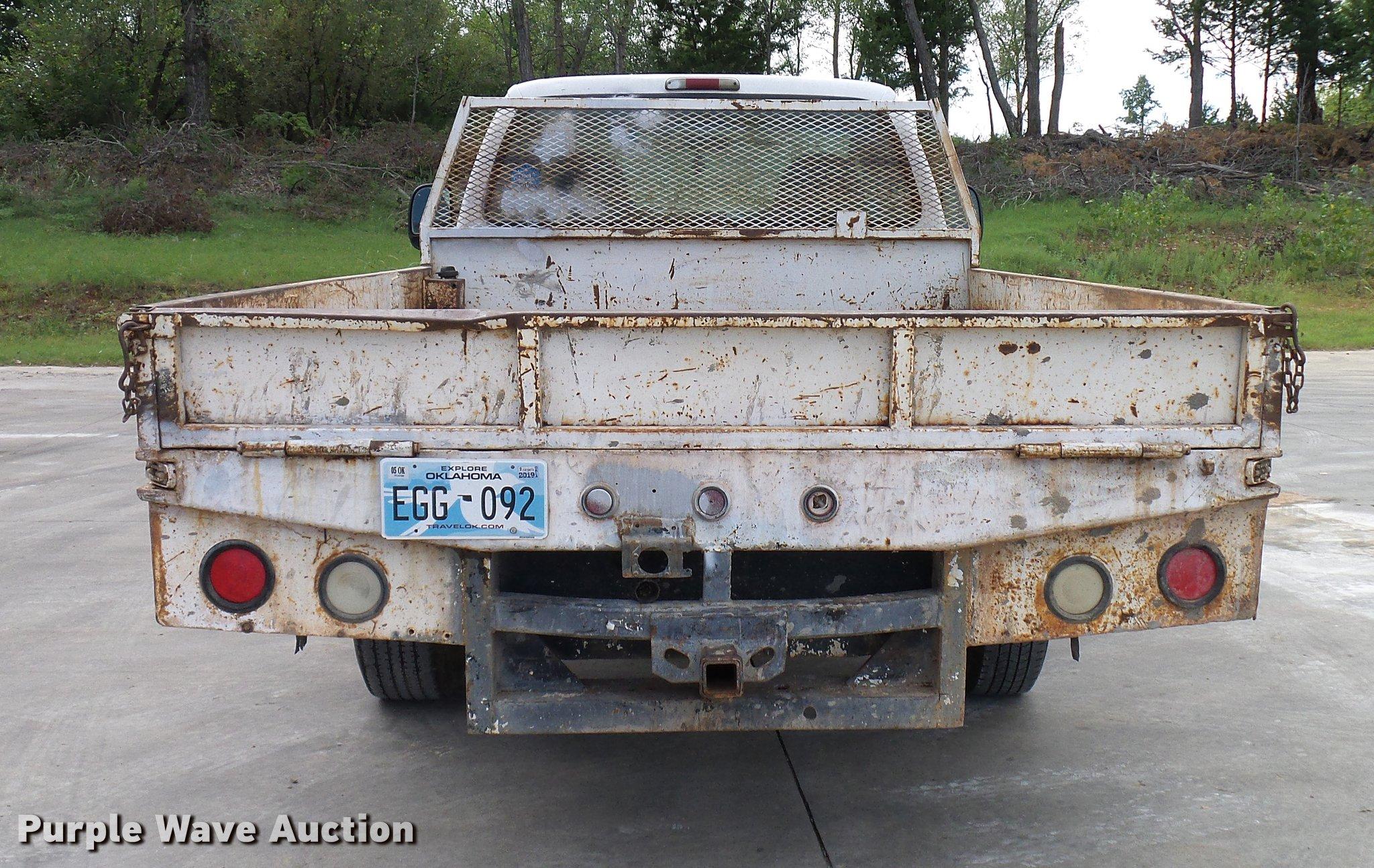 2003 Ford F250 Super Duty flatbed pickup truck | Item DD5941