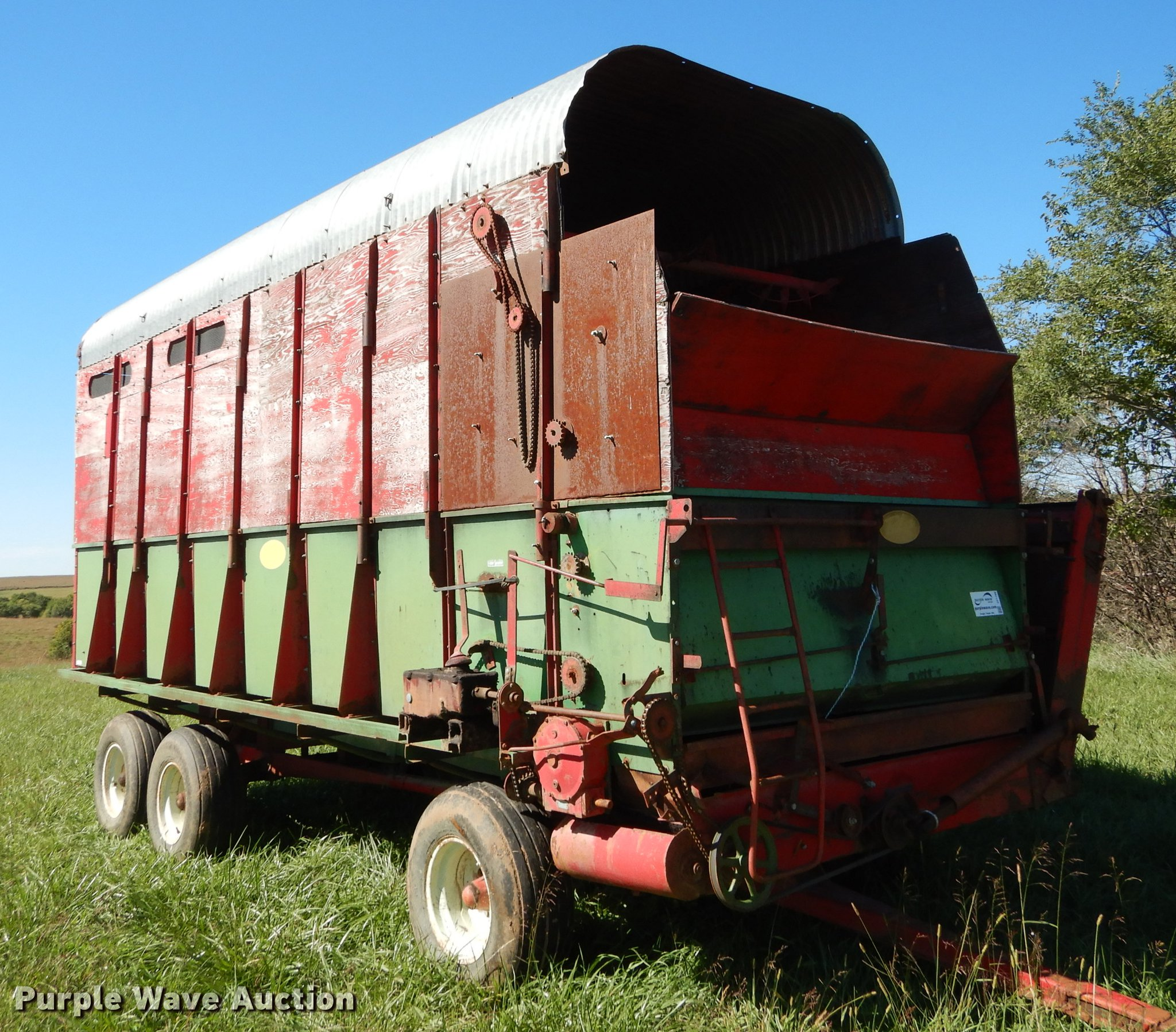 Balzer silage wagon | Item DF1799 | SOLD! October 17 Ag Equi