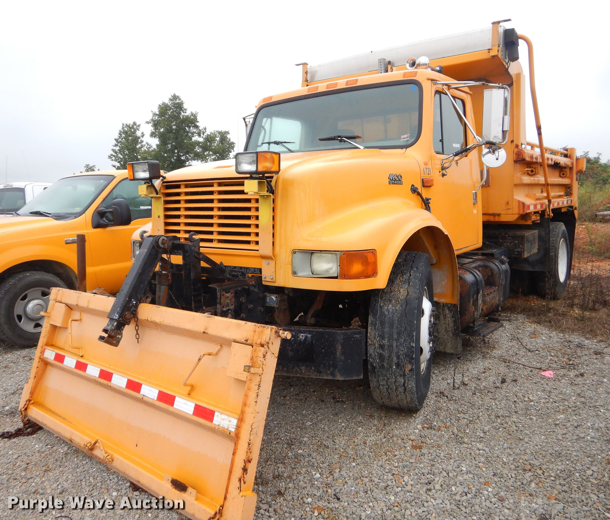 2002 International 4900 dump truck | Item EO9594 | SOLD! Oct