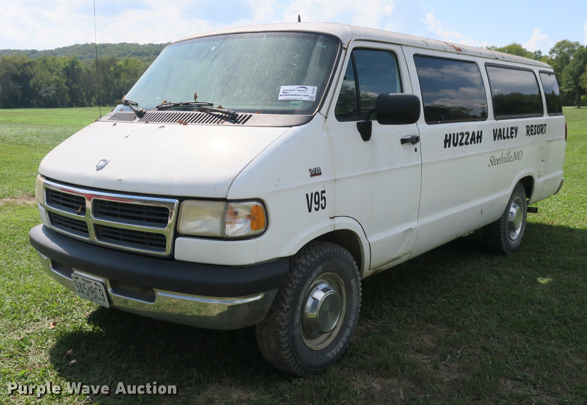 Dodge ram wagon van item de wednesday oct JPG 2048x1414 1995 dodge b3500 van