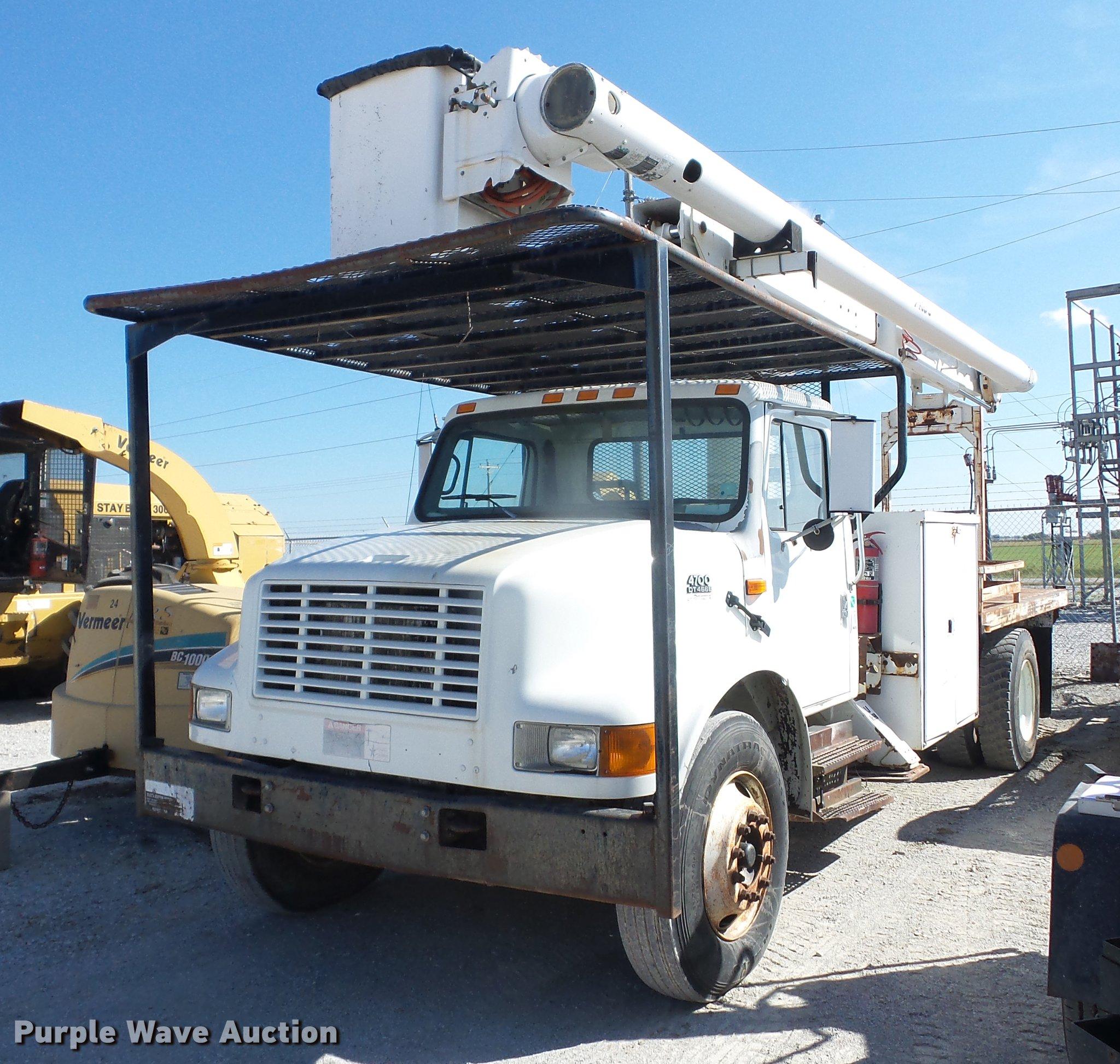 EI9964 image for item EI9964 2001 International 4700 bucket truck