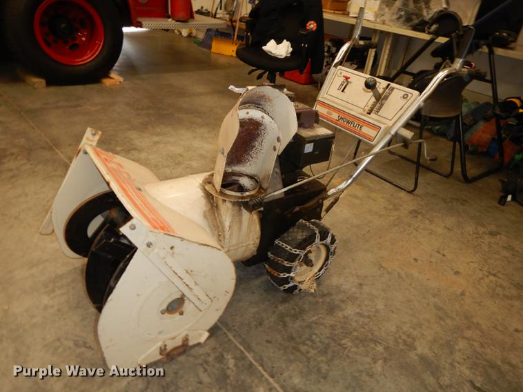 MTD Snow Flight 524 Snow Blower Item FS9267 SOLD Novemb