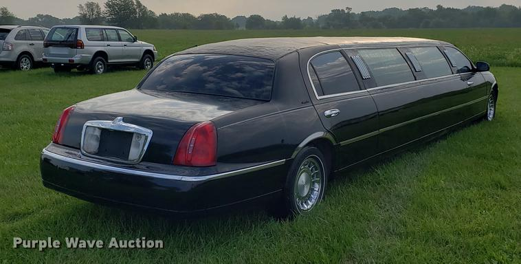 2000 Lincoln Town Car Limousine Item Bw9225 Sold Novemb