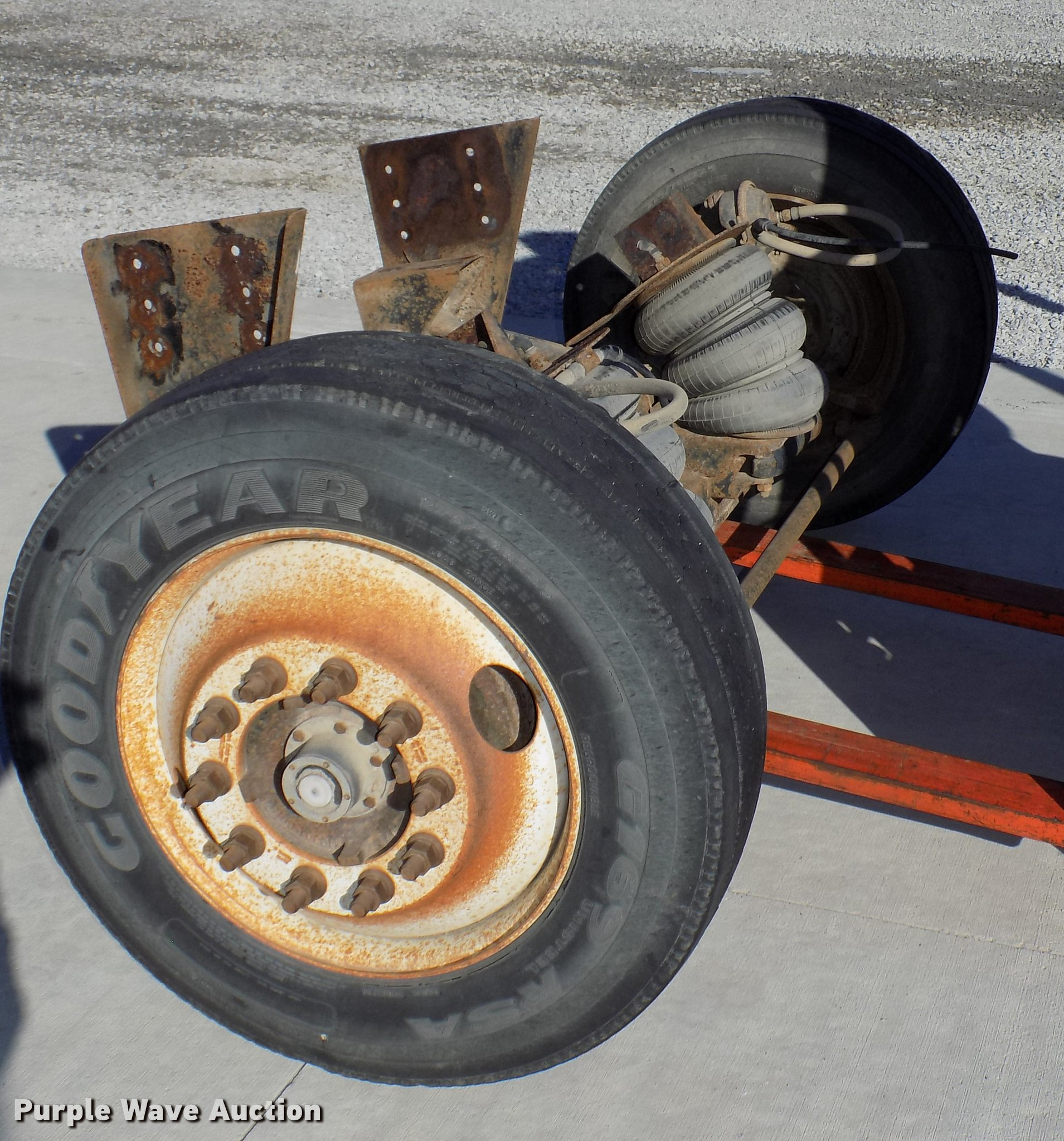 Hendrickson steerable pusher axle | Item DZ9587 | SOLD! Nove