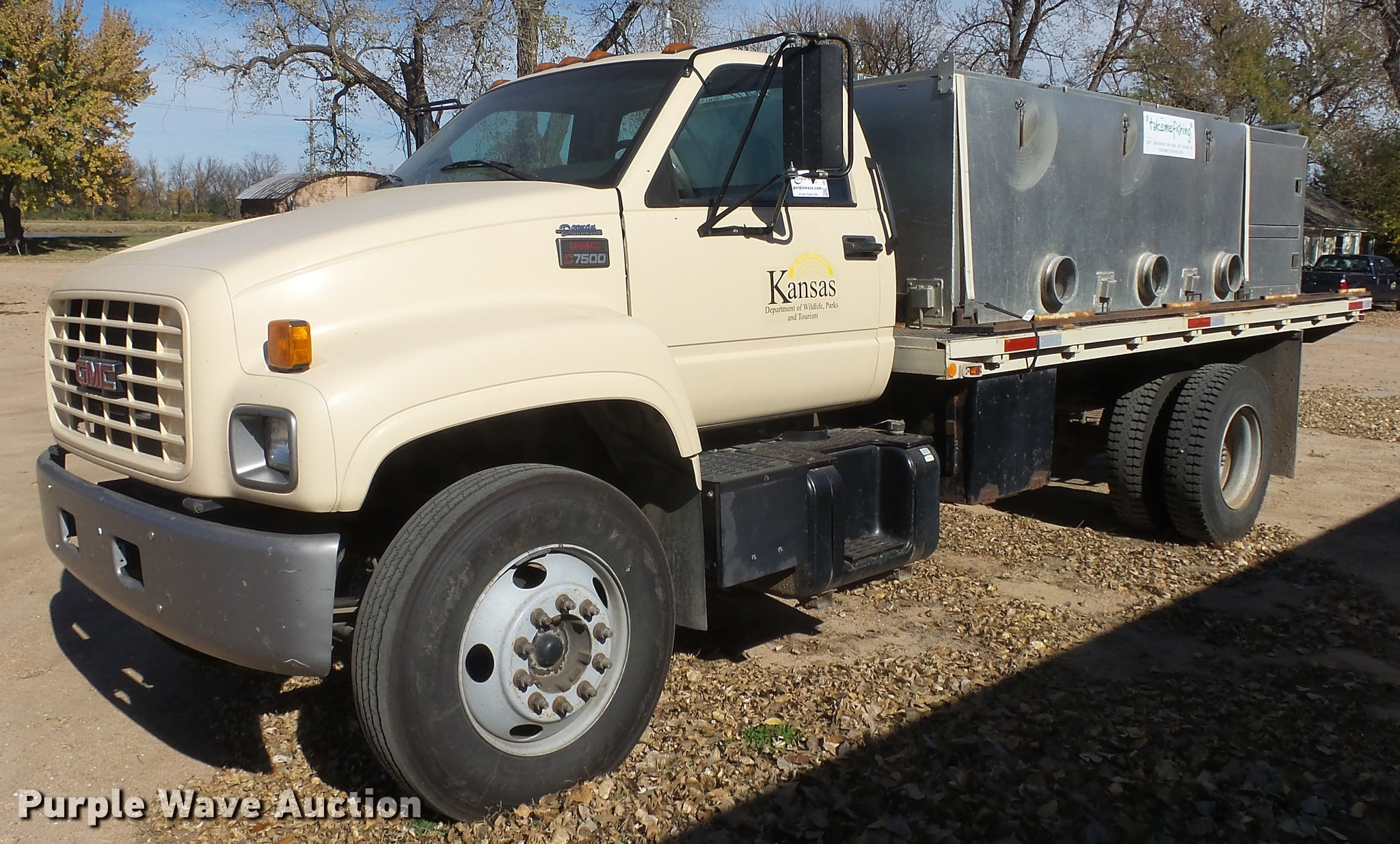 1997 gmc c7500 flatbed truck with fish transporter item de 1998 Chevrolet C7500 Topkick full size in new window
