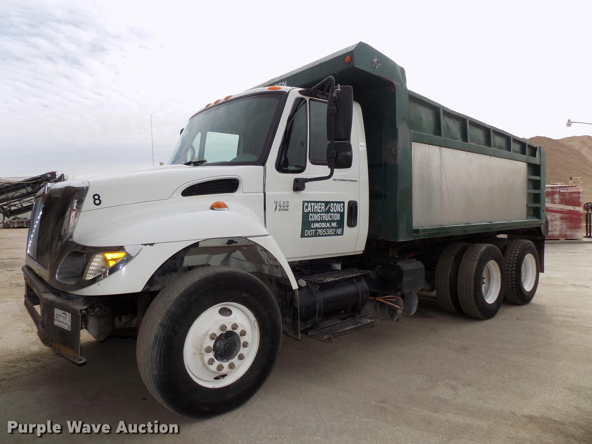 DE7536 image for item DE7536 2006 International 7400 dump truck