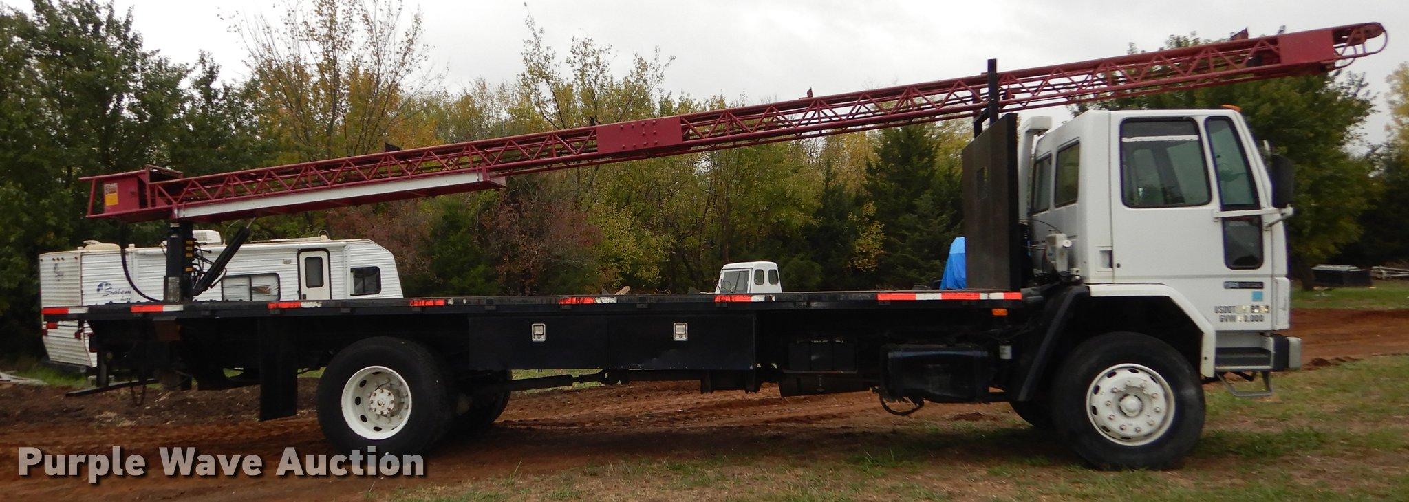 1987 Ford Cargo 8000 shingle conveyor truck   Item DF1924  