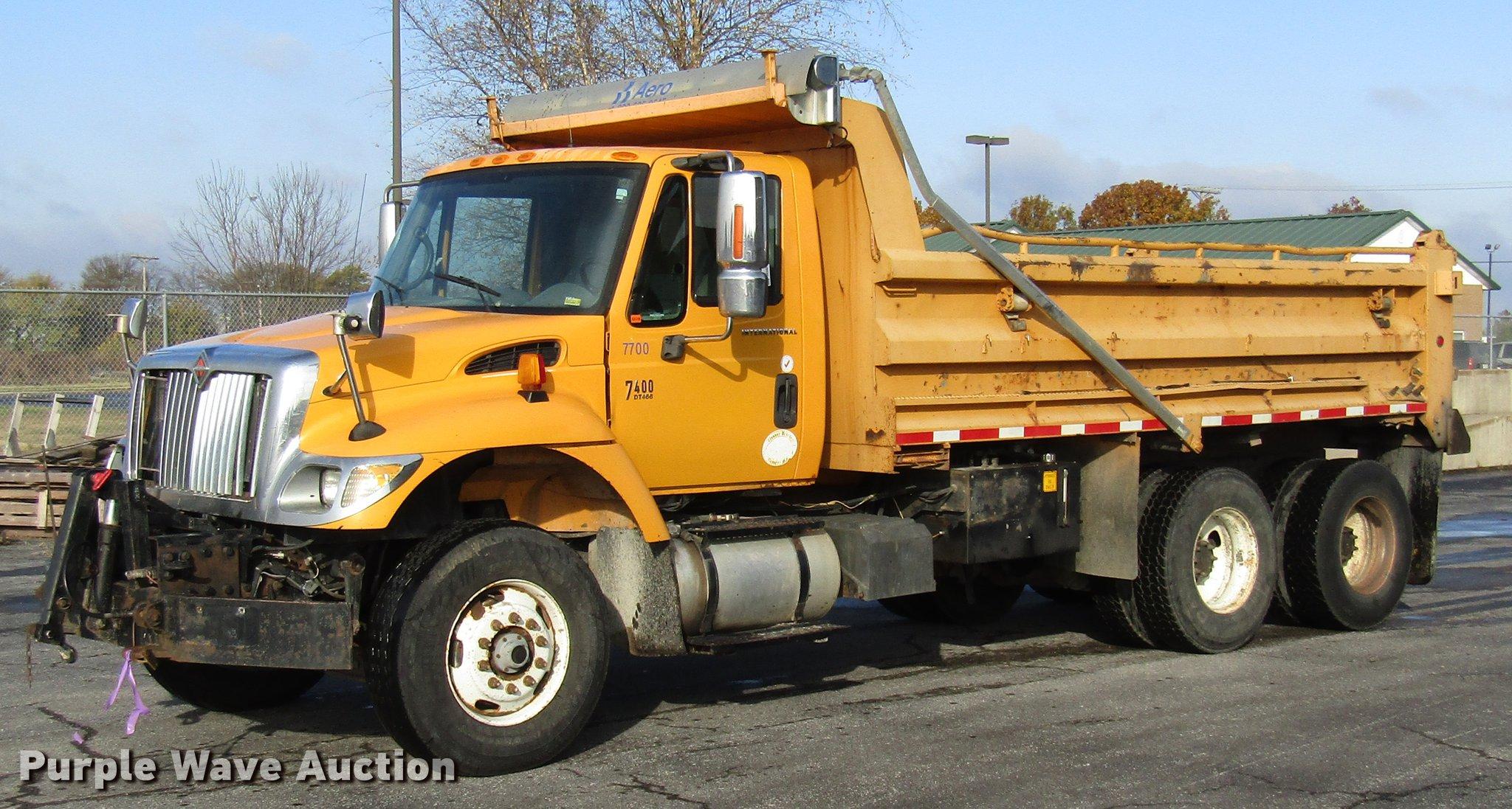 2006 International 7400 dump truck | Item DE5921 | SOLD! Dec