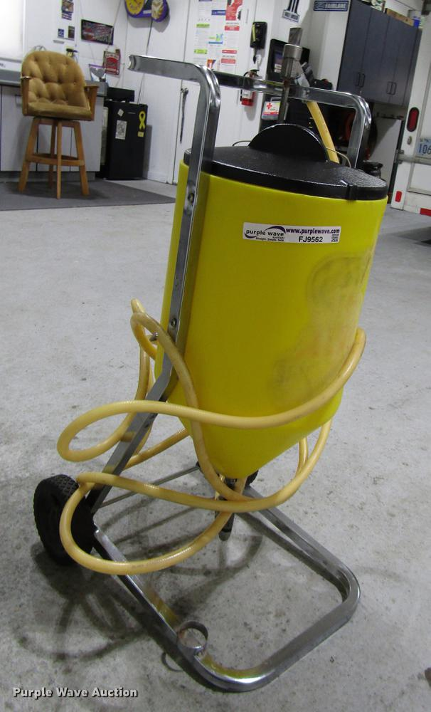 Baking soda blaster | Item FJ9562 | SOLD! December 12 Vehicl