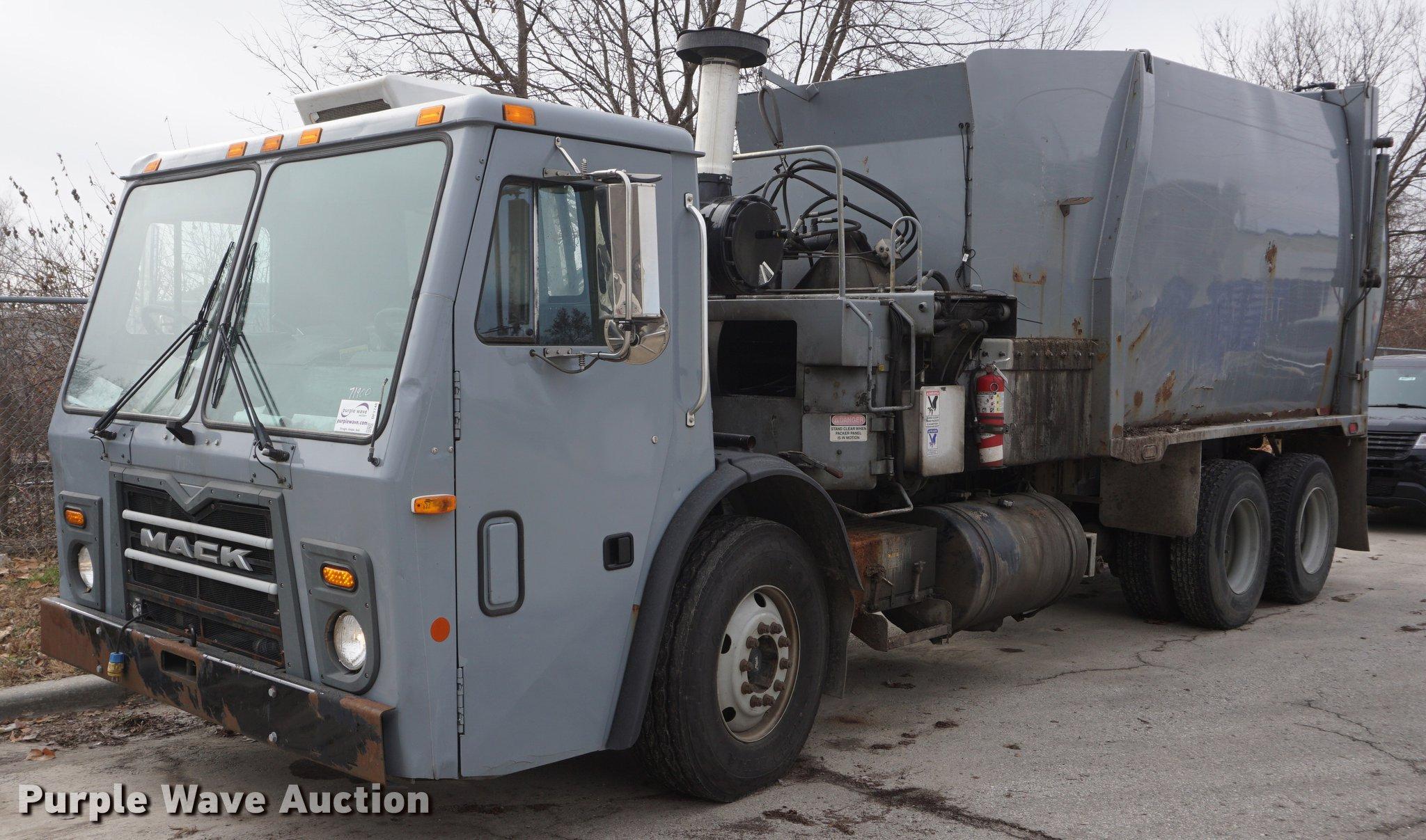 2010 Mack LE600 refuse truck   Item DF1740   1-8-2019