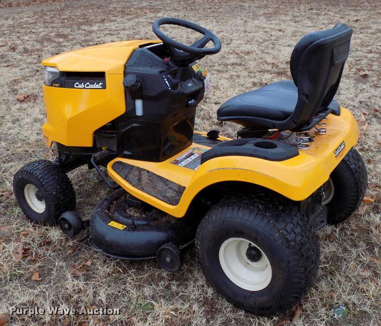 2018 Cub Cadet XT1 lawn mower | Item FE9563 | Wednesday Janu
