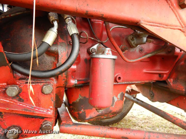 International 384 tractor | Item DC0175 | Wednesday January