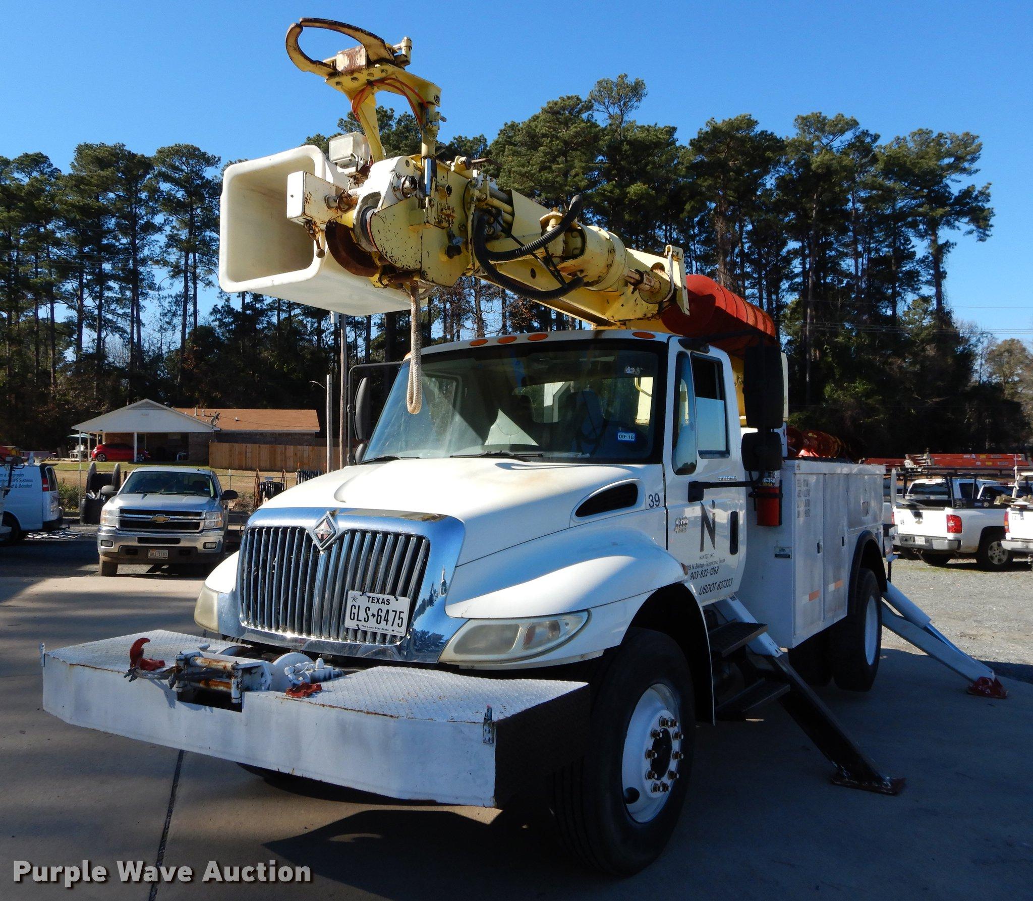 2005 International 4300 Digger Derrick Truck