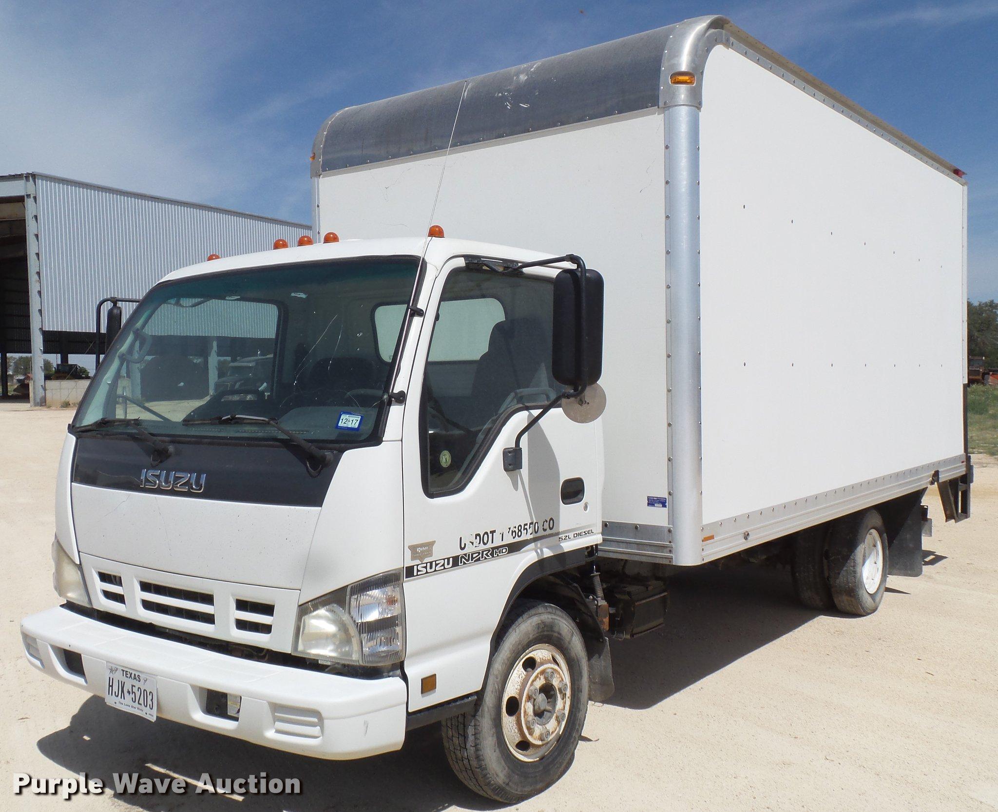d5f5073c289d04 2006 Isuzu NPR box truck for sale in Texas