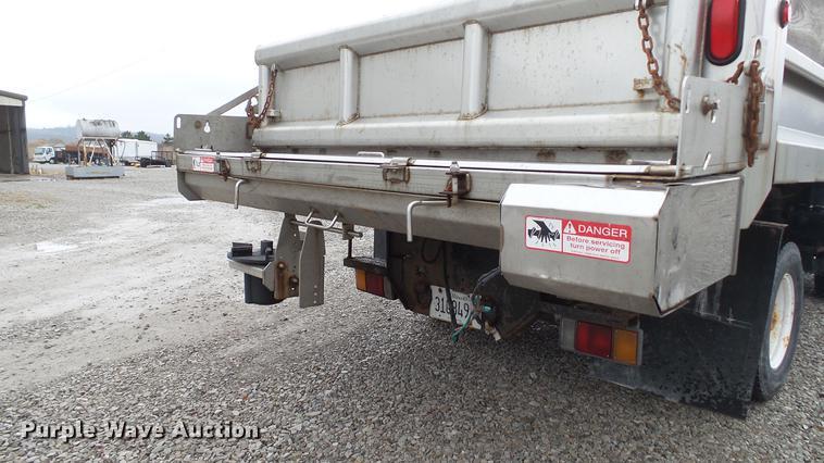 2002 Isuzu NPR dump truck   Item DE4950   Thursday February