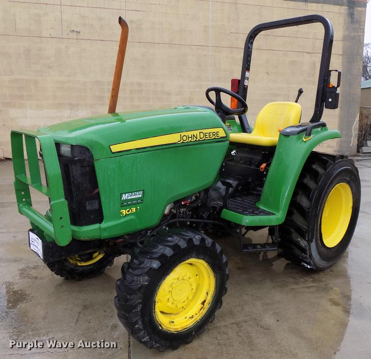 John Deere 3032E MFWD tractor | Item DE7606 | Wednesday Marc