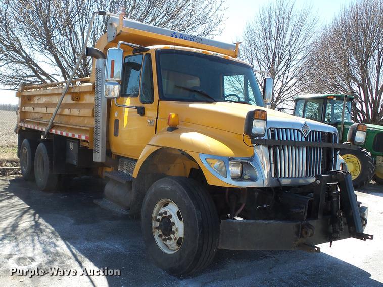 2006 International 7400 dump truck | Item DD2328 | Thursday