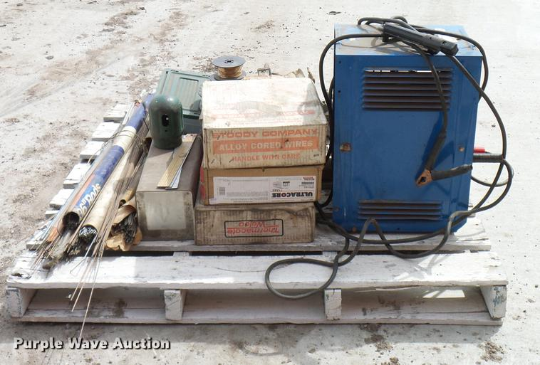 Miller Thunderbolt 225 arc welder | Item EP9591 | SOLD! Apri