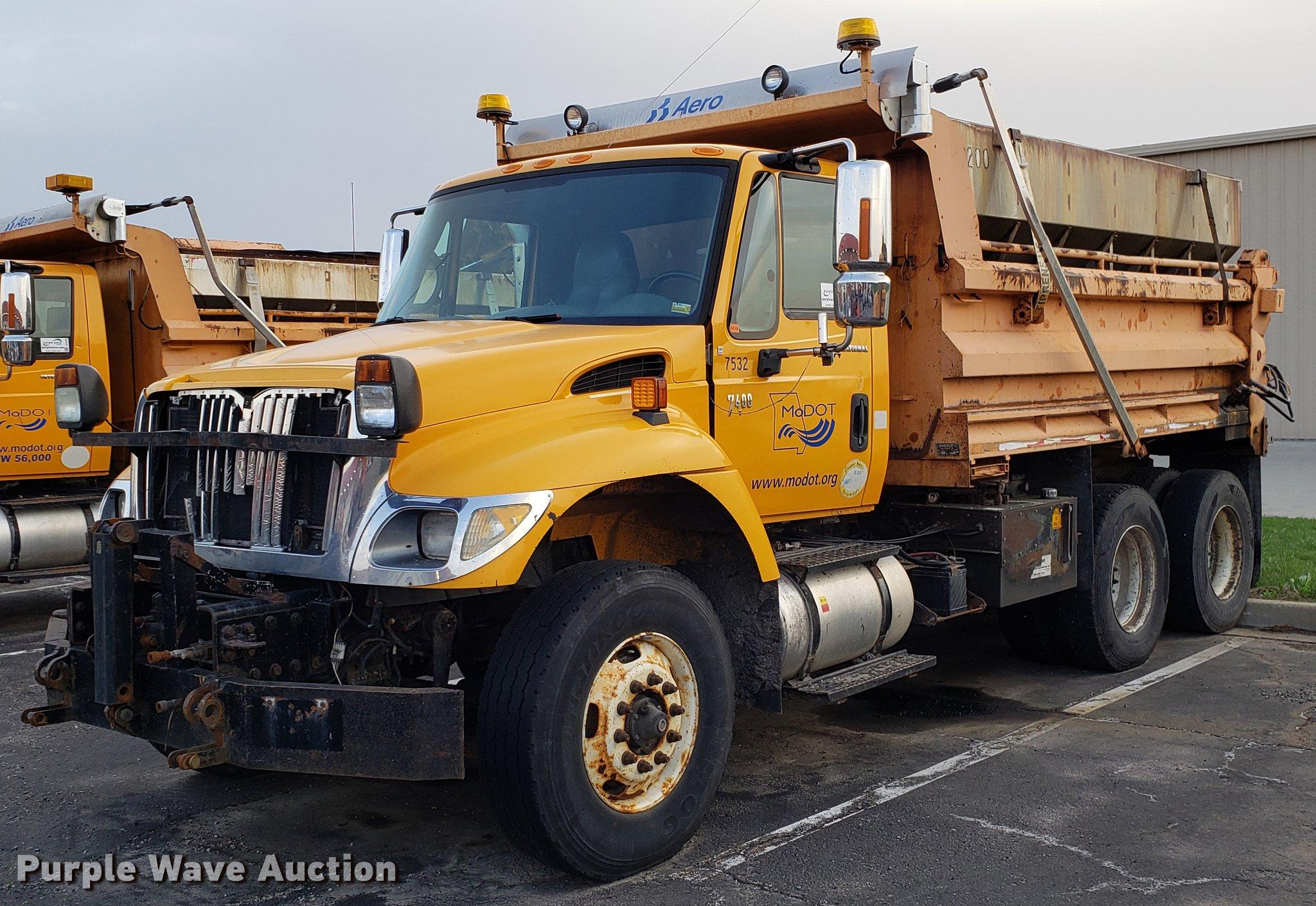 2006 International 7400 dump truck | Item DF3389 | SOLD! Apr