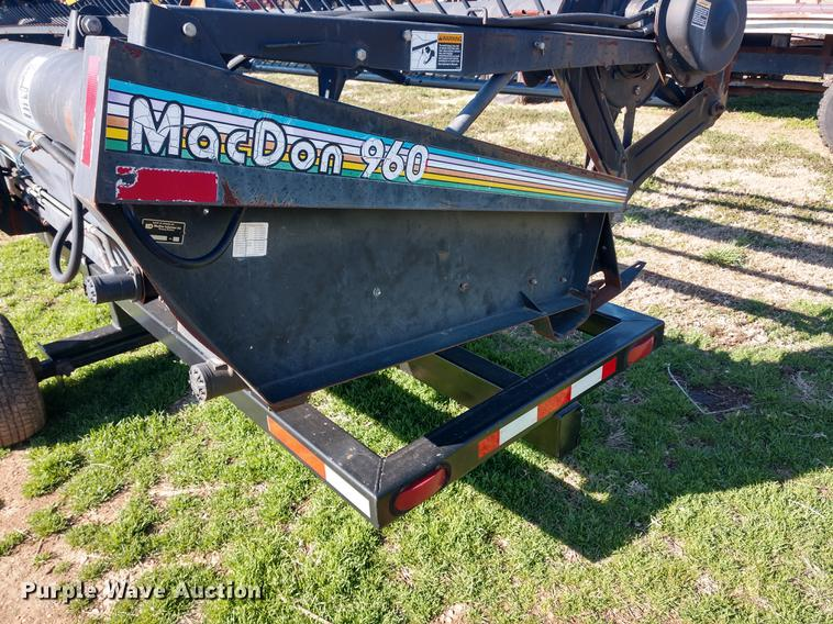 MacDon 960 draper head | Item DD6944 | SOLD! Wednesday May 1