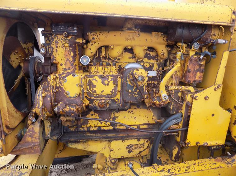 Caterpillar 12 rigid frame motor grader | Item DF2993 | SOLD