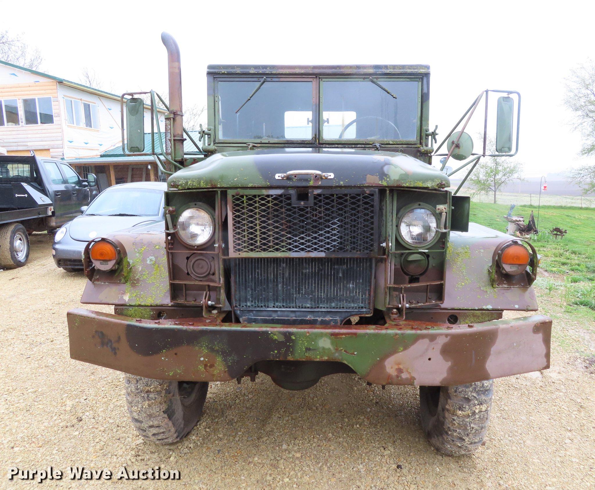 1972 Kaiser Jeep M35A2 flatbed truck | Item DE3487 | Wednesd