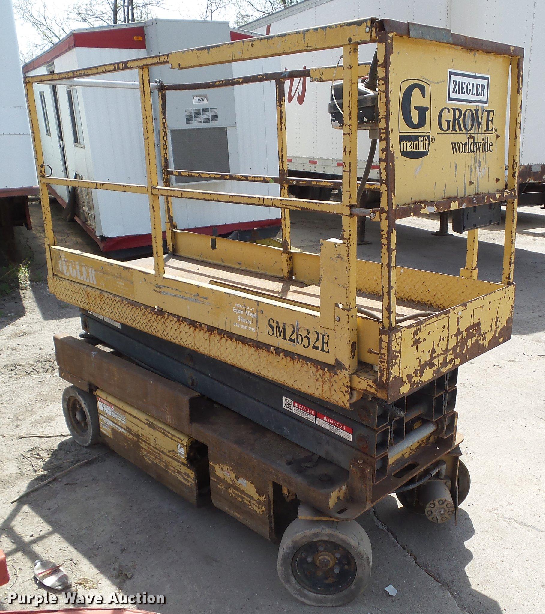 Grove SM40E scissor lift in Des Moines, IA   Item DF40 sold ...