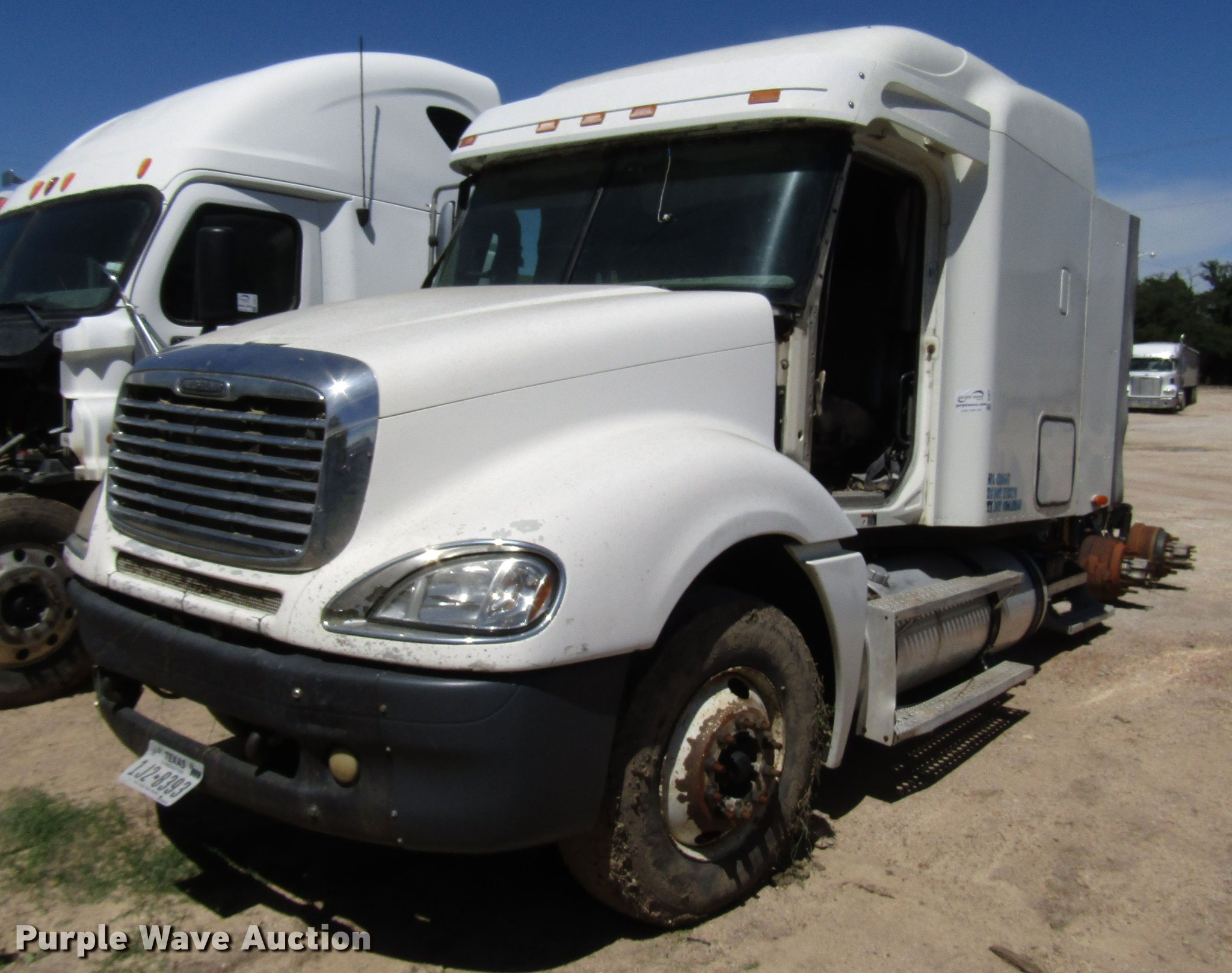 2004 Freightliner Columbia semi truck | Item DF8072 | Thursd