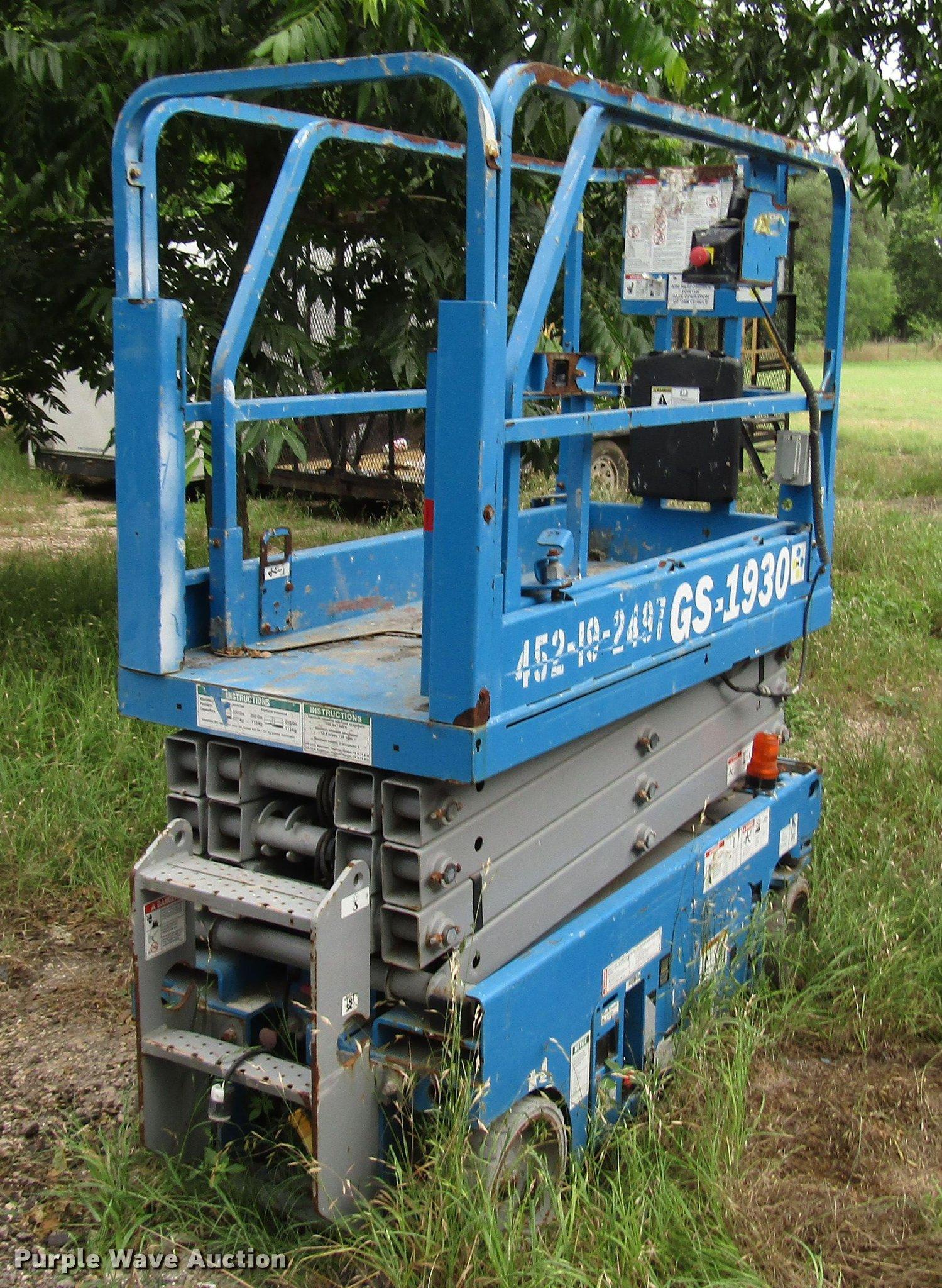 Genie GS-1930 scissor lift | Item DG1184 | SOLD! July 10 Veh
