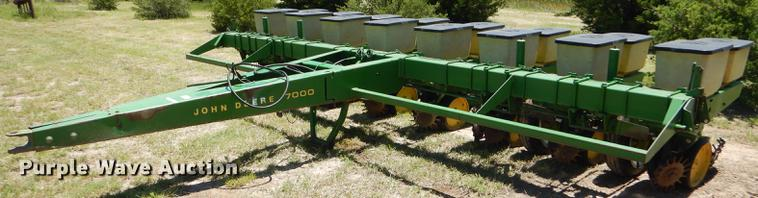 John Deere 7000 No Till Planter Item FT9516 Wednesday Ju