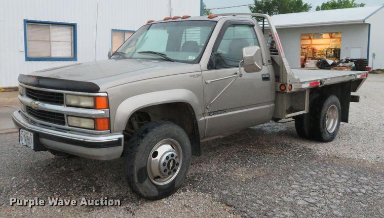 2000 Chevrolet K3500 flatbed pickup truck | Item DE8156 | We