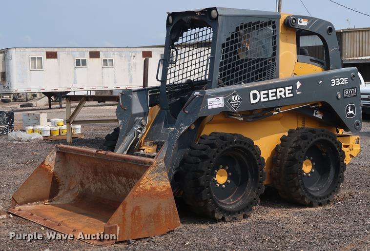 2013 John Deere 332E skid steer | Item DG4007 | Wednesday Au
