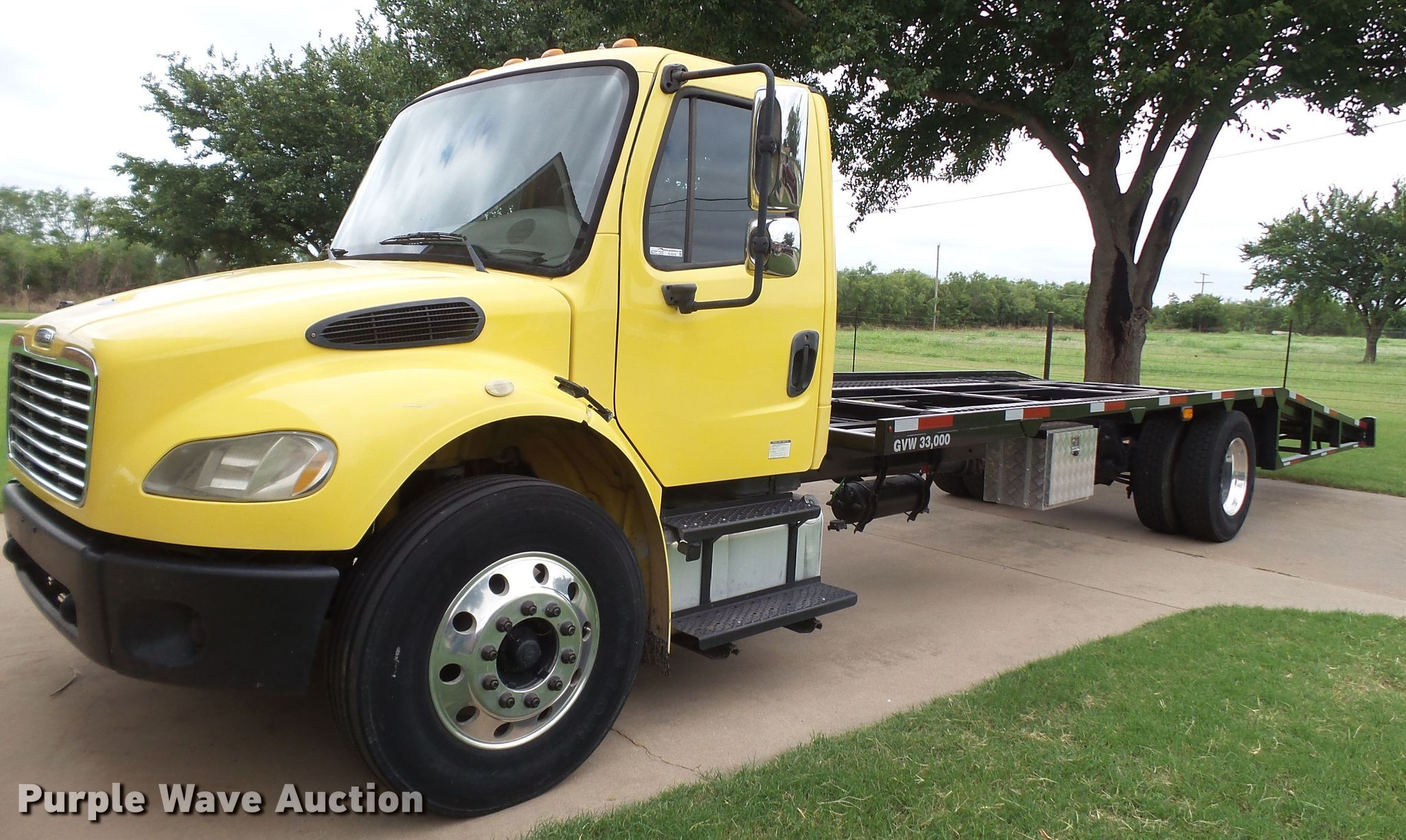 2005 Freightliner Business Class M2 car hauler truck | Item