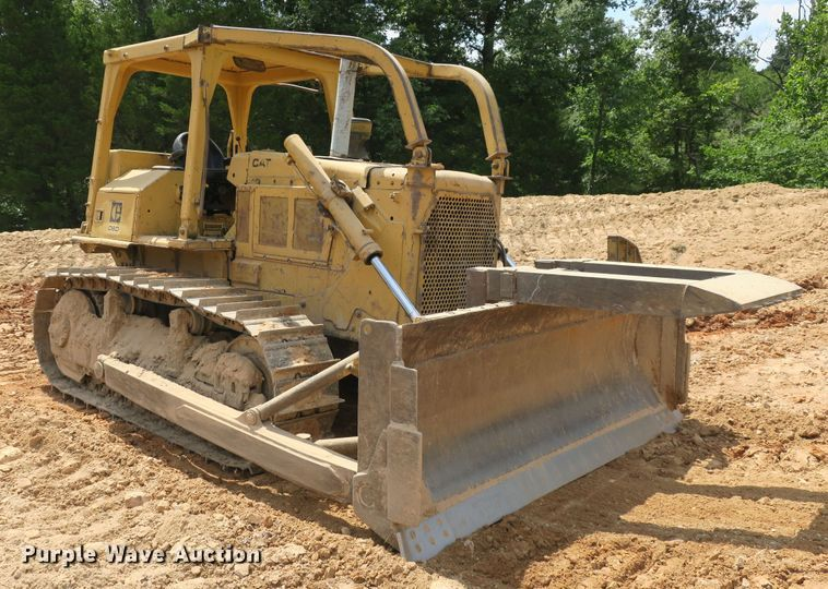 Public Auction Sale: Construction Equipment Auction - Manhattan, KS
