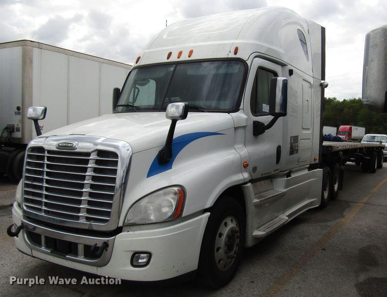 2012 Freightliner Cascadia semi truck | Item DG6650 | 12-12-2019