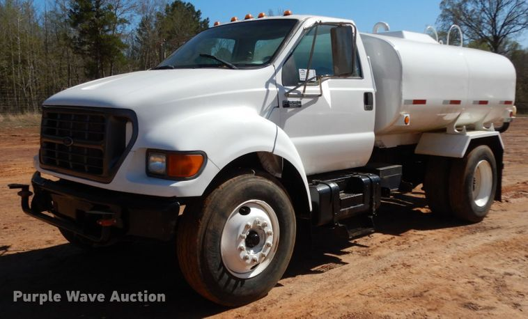 2000 Ford F650 Super Duty XL