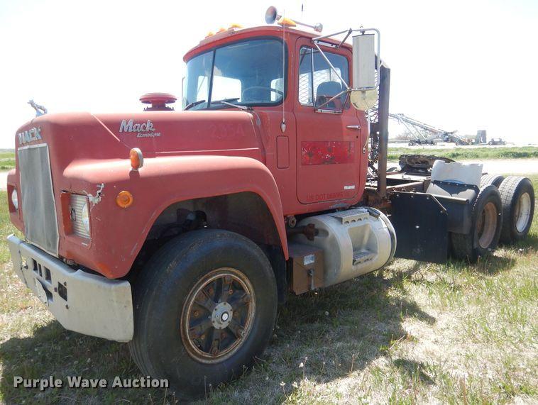 1984 Mack R686ST